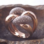 Pièce unique or rose or gris et diamants