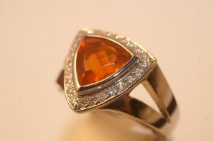 Pièce-unique opale de feu et diamants